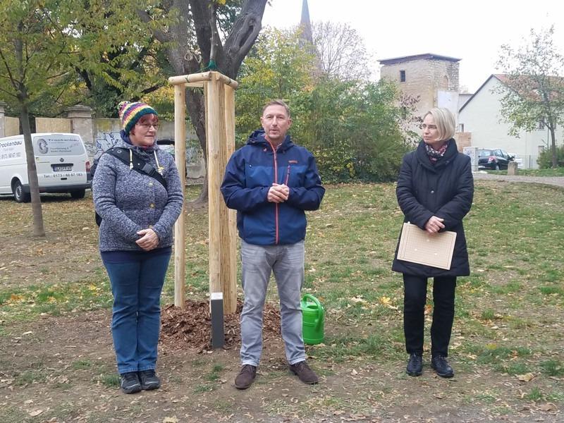 Der Vereinsvorsitzende bedankte sich bei den Baumspendern